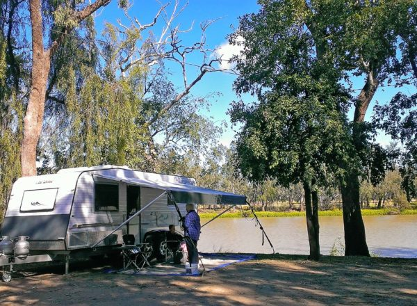 Camping at neville hewitt weir baralaba in the banana shire for Cracow caravan park